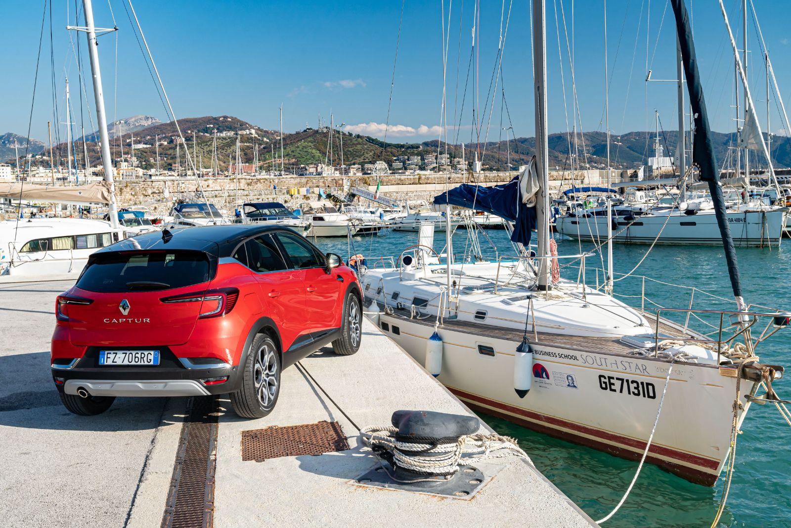 CS - Nuovo Renault CAPTUR: l'innovazione diventa rivoluzione