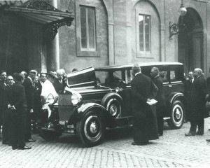 Pope Pius IX FIAT 525 1929 Full